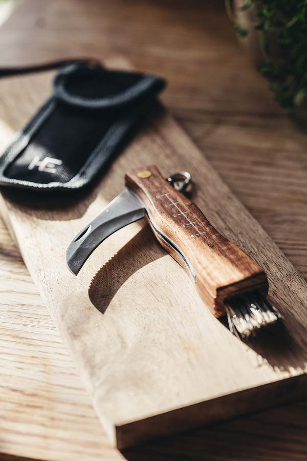 FOLDABLE MUSHROOM KNIFE WITH BELT CASE_0d9b1